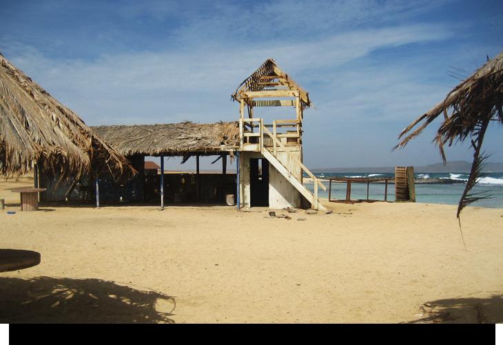 Info & fakta om Kap Verde Praia Afonso, öde strand & källa med tropiska fiskar vid Santa Maria, Sal. Liten damm, turkost vatten utan vågor, perfekt för barn