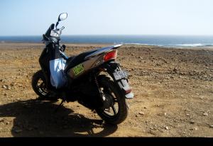 Kap Verde och ön Sal på moped / motorcykel