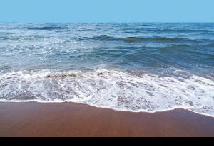 Kap Verde strand utan vågor för barn och små barn på Sal